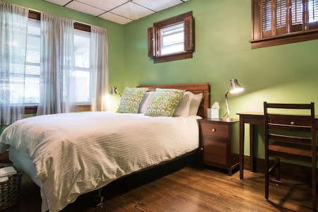 Spacious room in St. Clair Shores - Saint Clair Shores - 独立屋