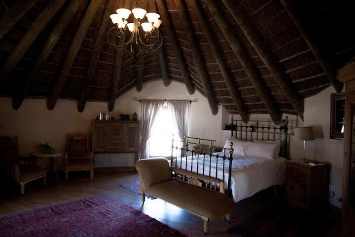 Oak Manor House Suite