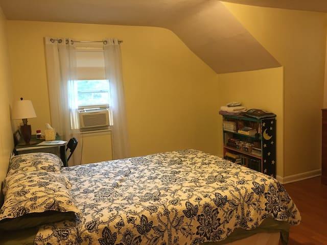 Sunny Room near Mystic & Casinos - Ledyard - Casa
