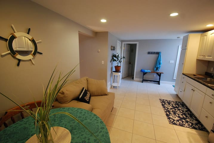 Beachy studio in Middletown~Great location!