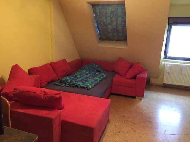 Schönes Zimmer im Ortskern - Kirchheim unter Teck - Apartment