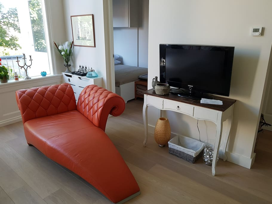Chaise Longue and Flatscreen TV