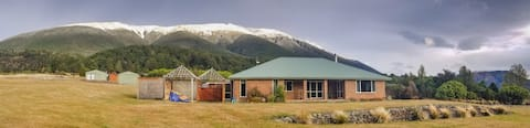 Nelson Lakes Homestay - snug and cosy with views