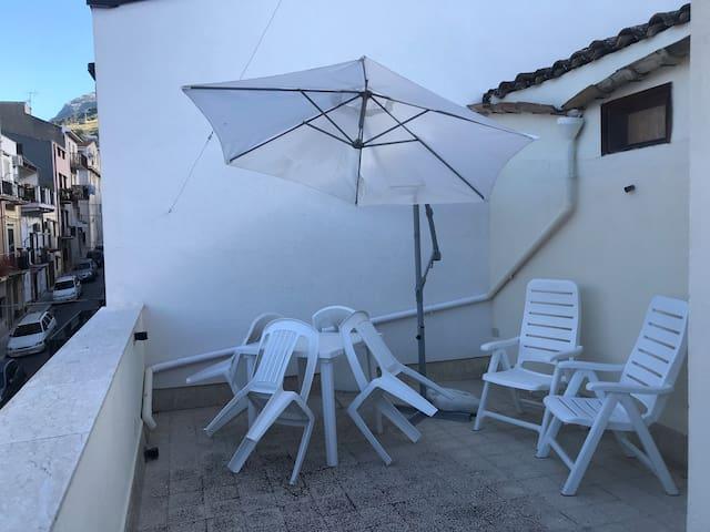 Shàlati - private flat. Bilocale con terrazzo