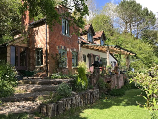 Beautiful rustic 3 bed cottage, outstanding views