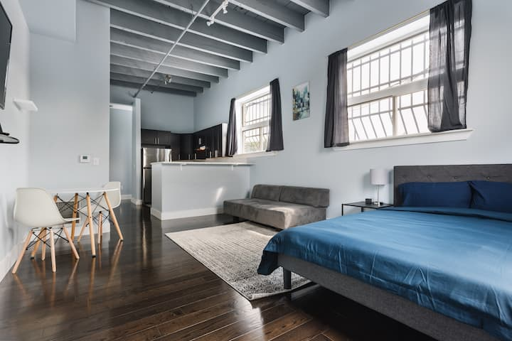 Completely Renovated Loft 30 Min From NYC!