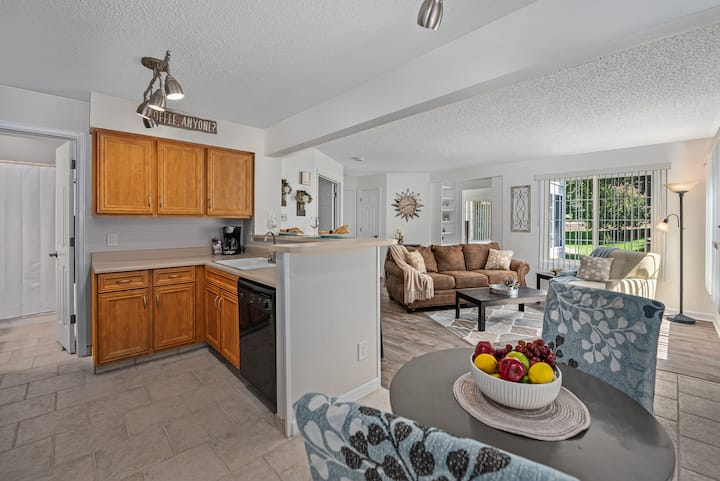 Cozy 2 bedroom Condo by State Park and Golf Course