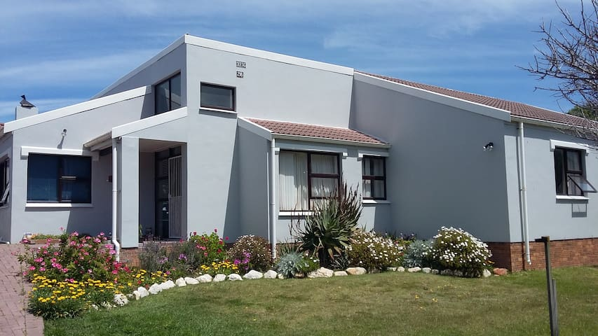 l'Agulhas Homestay 2 - L'Agulhas - Bed & Breakfast