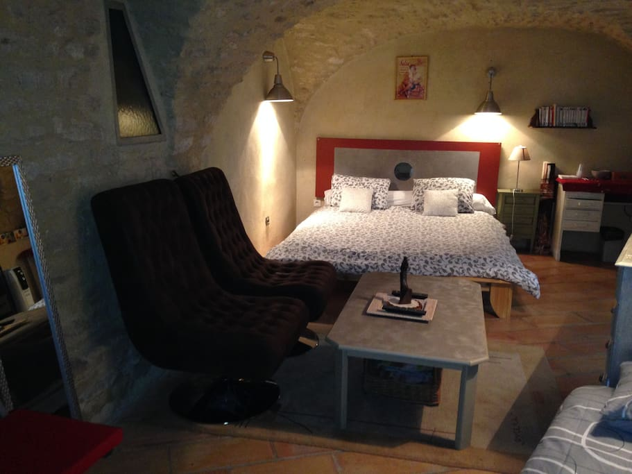 chambre atypique a 15 mn de nimes 25m2 gard chambres d 39 h tes louer montpezat languedoc. Black Bedroom Furniture Sets. Home Design Ideas