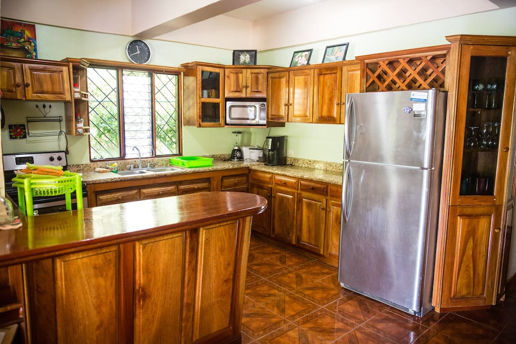 Full kitchen with everything you need to prepare fresh caught fish, farmers market mango salsa, or fresh juice in the juicer!