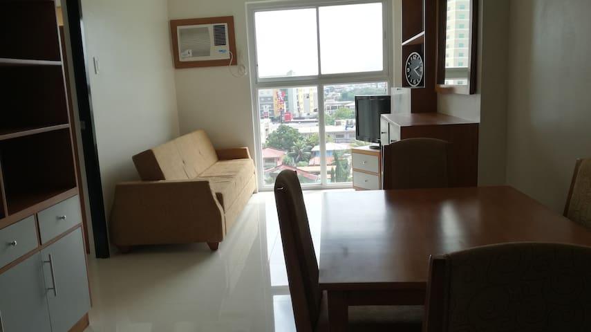 One-Bedroom Unit for 3 near Malls, Restaurants,etc - PH - Wohnung