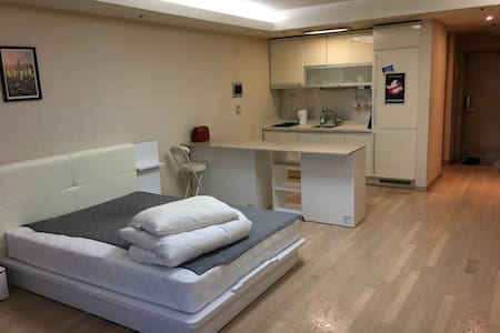 Clean and modern officetel, next to Homeplus! - Yangcheon-gu - Apartment