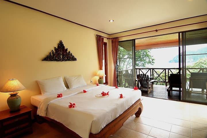 Romantic Villa on the Bay!