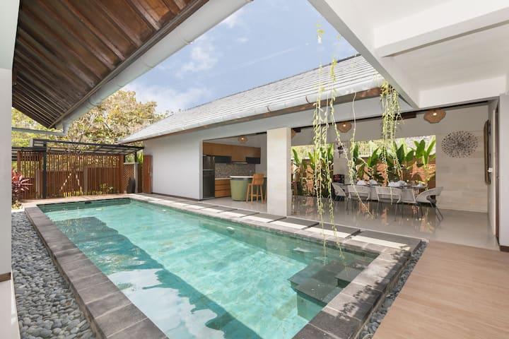 Paradise Surfer Beach 2BR Villa at Balangan