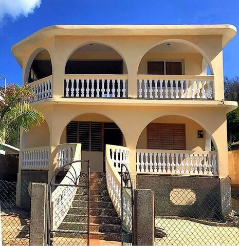 "Private Resort ""Villa Ruiz"" am Meer (5 Pers.)"