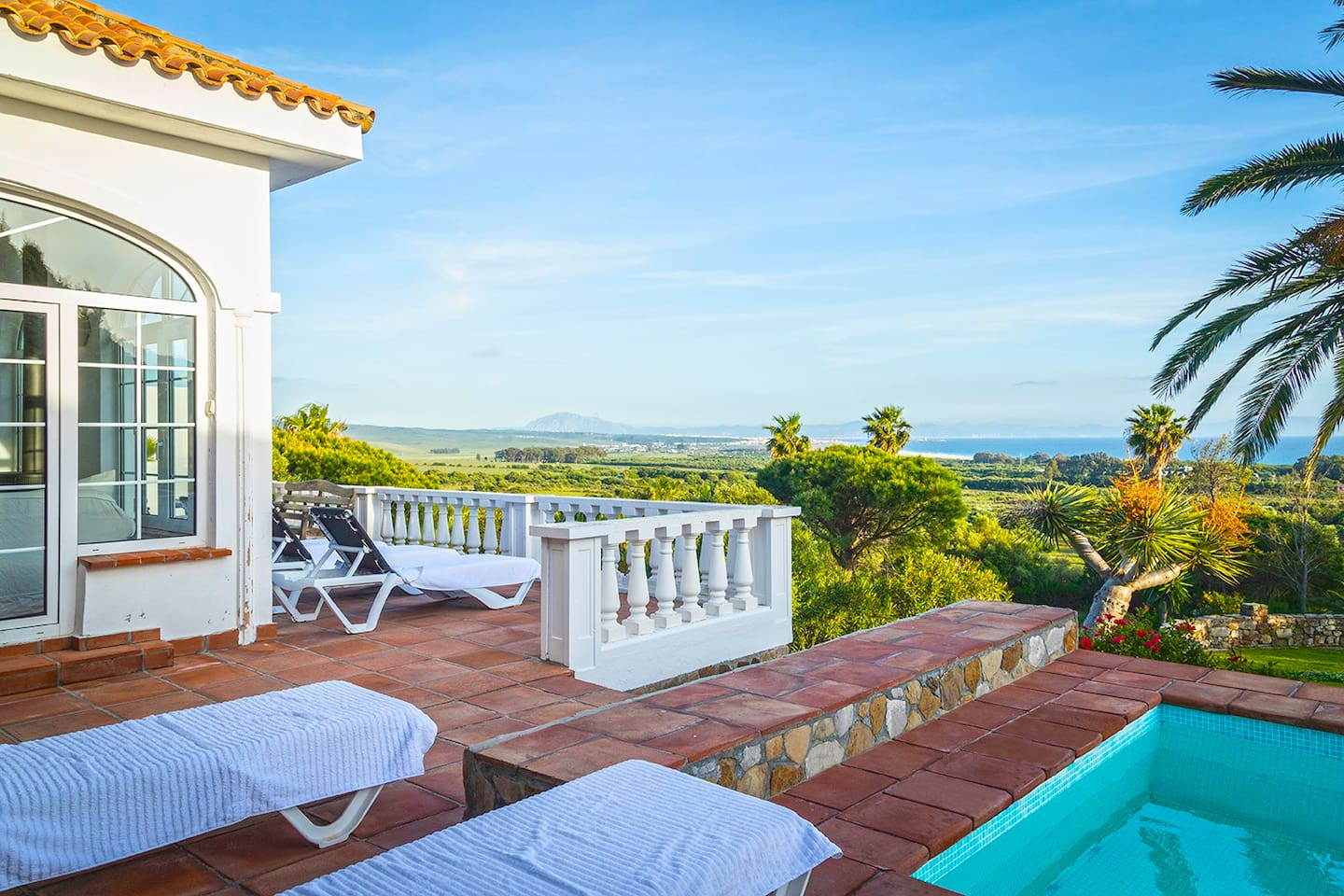 Terrace and pool with stunning views of Strait of Gibraltar and Morrocco