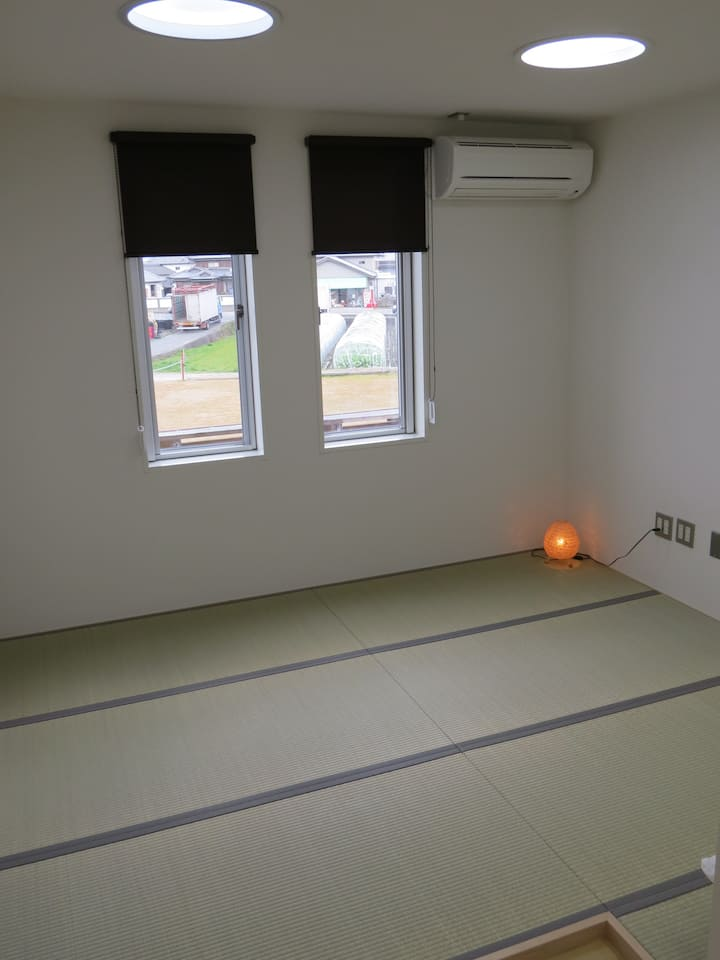 Private Japanese-style room (和室:鍵付き個室)