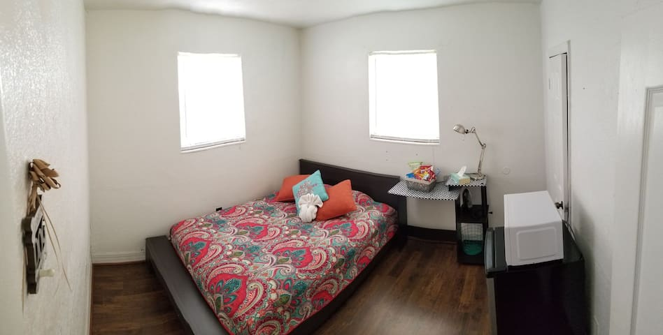 Private room, centrally located in Midtown, Miami