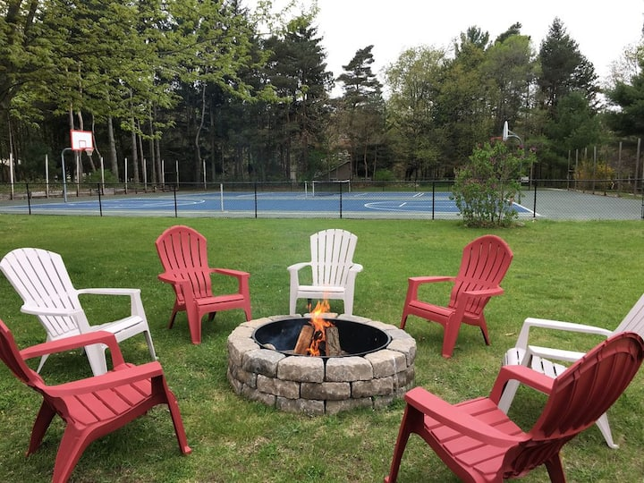 Crab Apple Cottage-Heated pool & LOTS of amenities