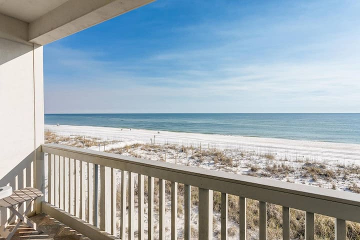 Seacret Paradise! GULF FRONT 2 Bedroom Condo w/ Community Pool
