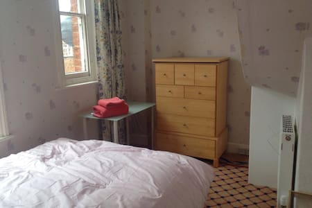 Single Room in Heart of Old Town - Swindon - Σπίτι