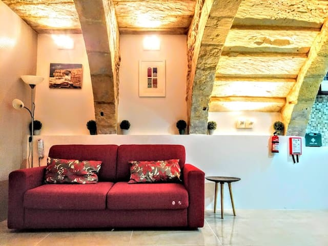 Exquisite 400 year old home in Medieval Senglea