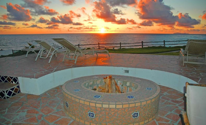 OCEANFRONT Villa with Huge Patio and Fire Ring - Rosarito - Villa