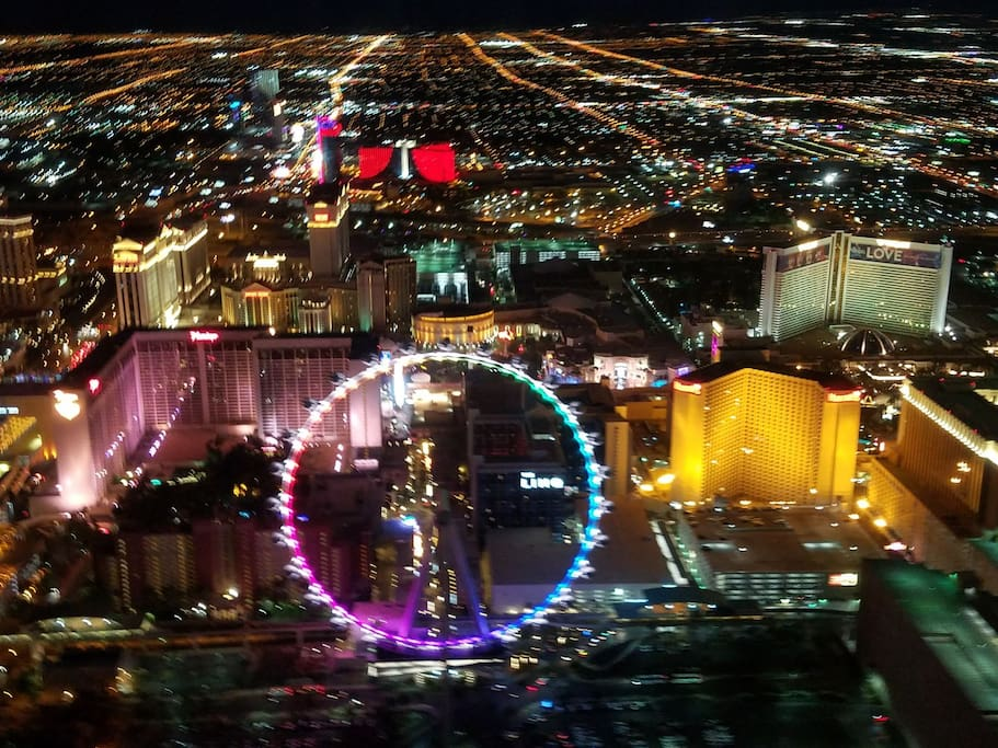 pic from AirWorks helicopter tour (I HIGHLY recommend!!) Want some other ideas for a UNIQUE and UNFORGETTABLE Vegas experience? Just ask!! =)