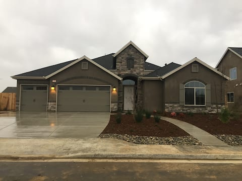 Spacious Home in NW Bakersfield