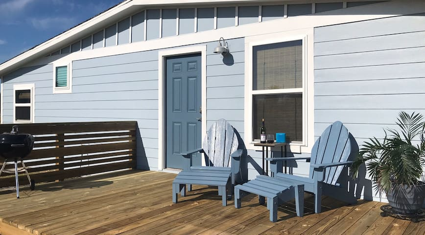 Vacay Getaway!Cozy Coastal South Bay Blue Bungalow