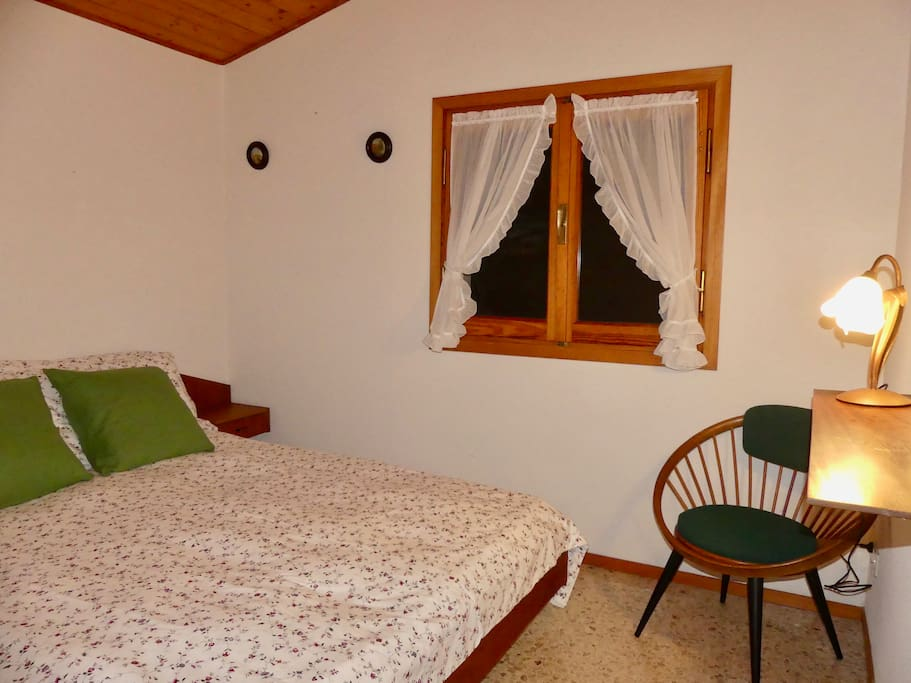 Other main bedroom with views towards the sea