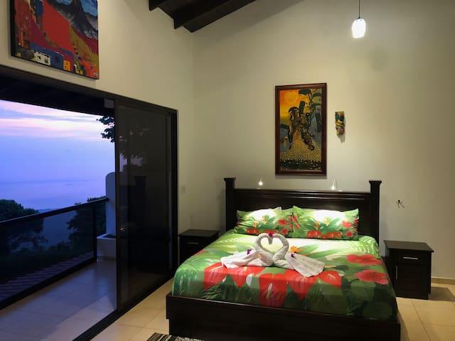 Huge Master Suite/Ocean view from Bed