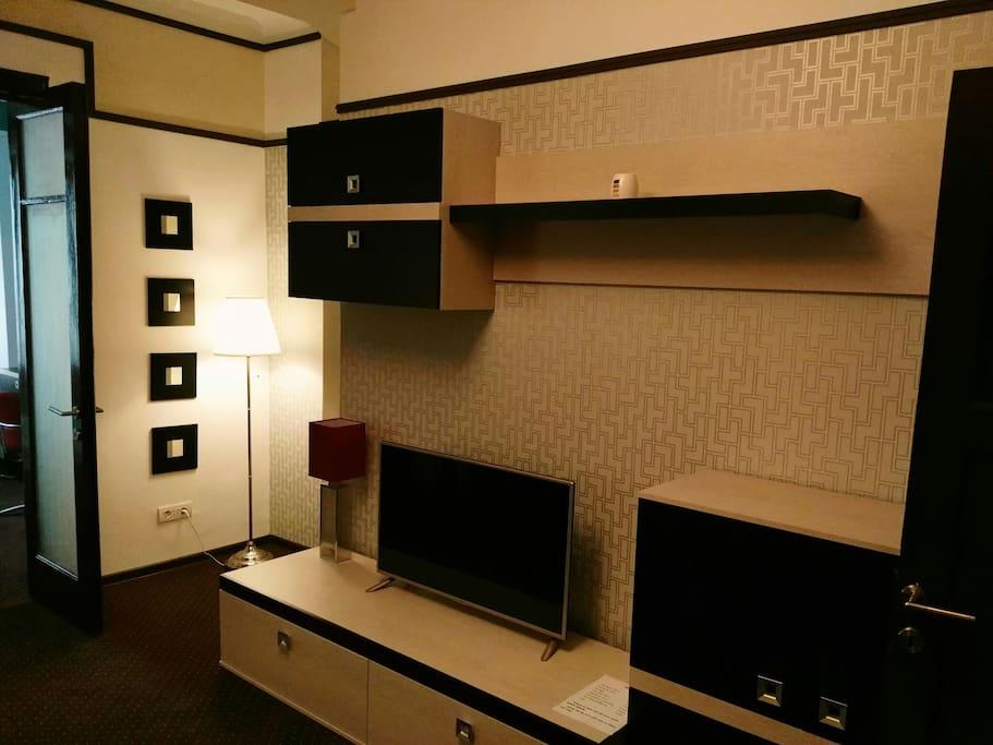 Living room, big screen TV