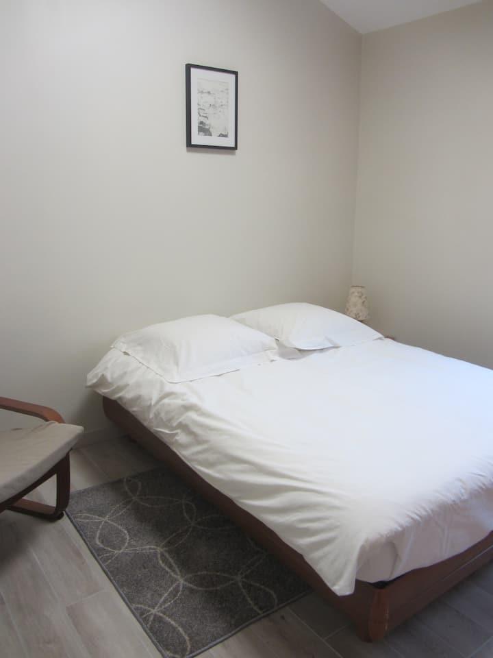Chambre avec frigo&micro-onde, sdb,wc privé