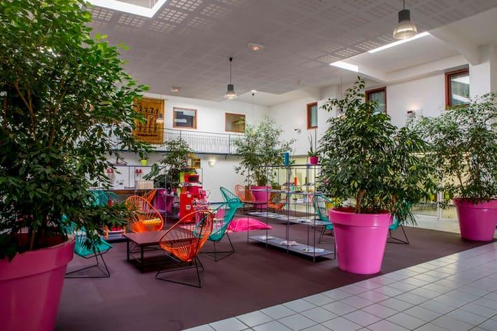 Fun, coloré, calme et familial : Chambre pour 4.