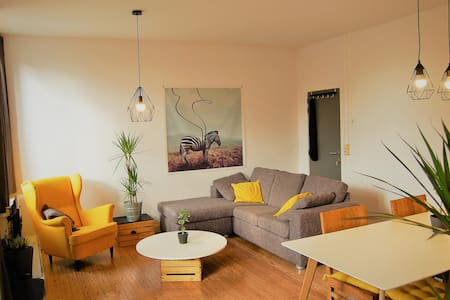 Bright & Cosy flat between Ghent & Bruges + bikes