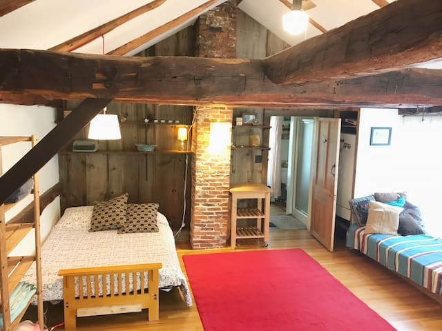 Historic Loft with bathroom & kitchenette