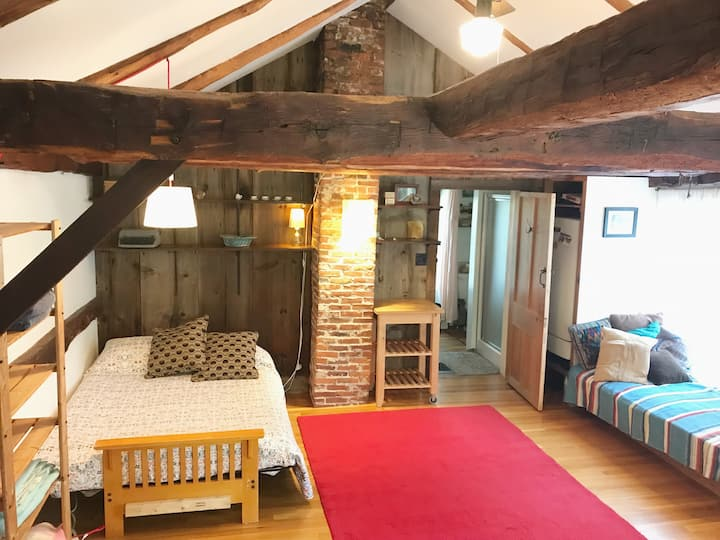 Historic Loft with bathroom & kitchenette