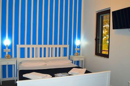 """Camera Matrimoniale """"A Casa di Picci"""" N°2 - Tropea - Bed & Breakfast"""