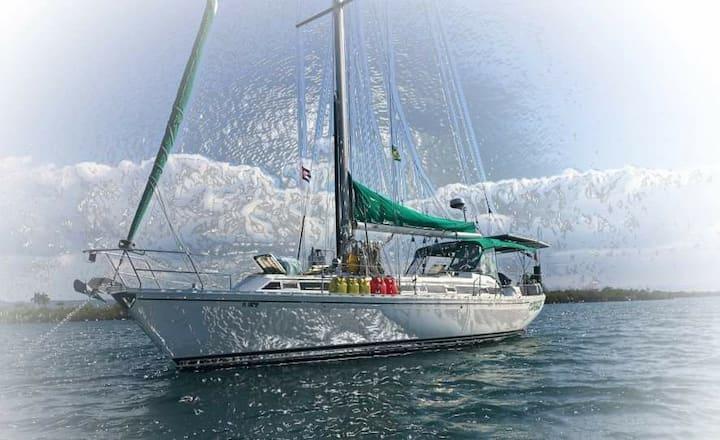 Sailboat experience in Rio Dulce