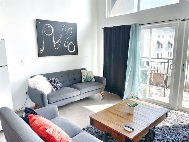 205 Chic Little Italy Loft w/Balcony!