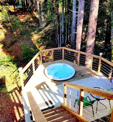Relax in the hot tub surrounded by the nature....Look over the creek! You will see a BUDDHA smiling at you.  The best hot tub and garden in the entire coastal area according to our well traveled, repeat guests!