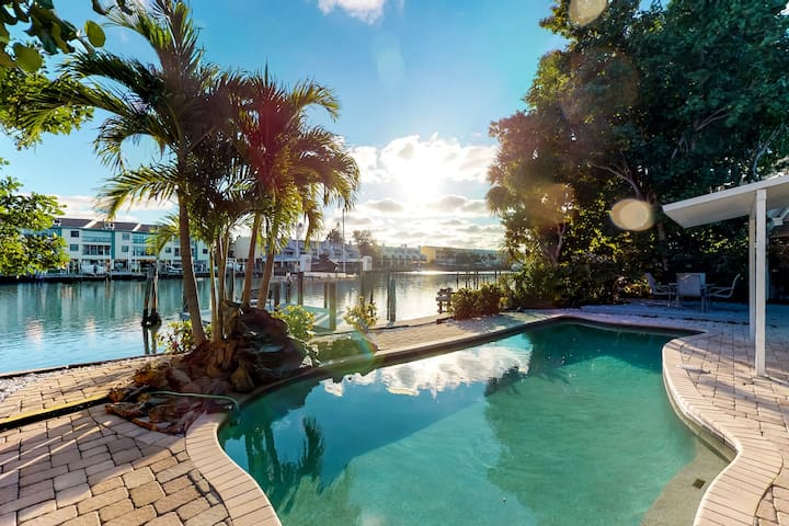 Waterfront home w/private pool, deck & patio- 1/2 mile to the beach