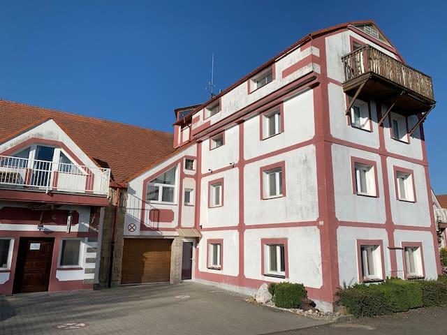 Ubytování u Zříceniny zámku Zvířetice - Famozní