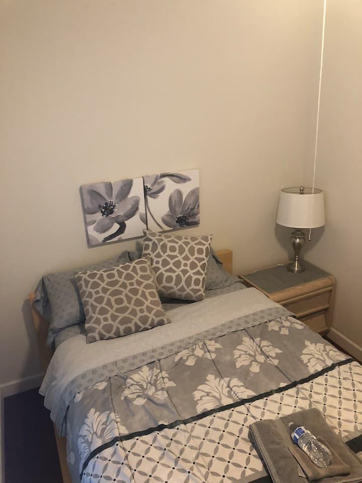 Quiet room near McCormick- for women