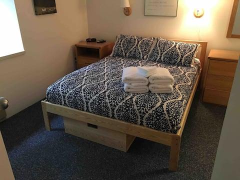 2queens/1bunk sleeps 6 Glen Arbor,Homestead Resort