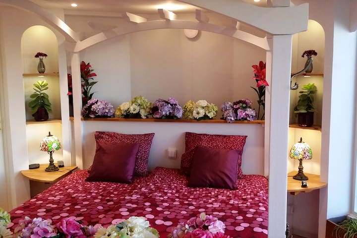 The Orangery's unique XL king size four poster pergola bed (181x210 cm), linens provided and ready made up