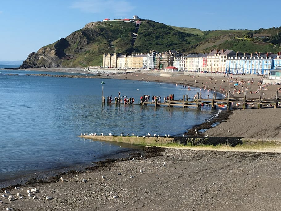 Aber still has its Victorian charm. The lively North beach fronts the town.  Stroll alongthe promenade for over a mile, skirting close to the sand.