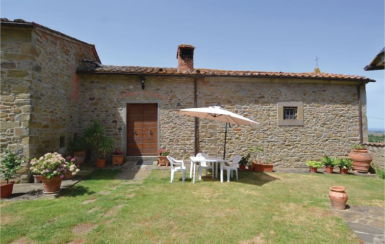Semi-Detached with 2 bedrooms on 80m² in Cortona (AR)