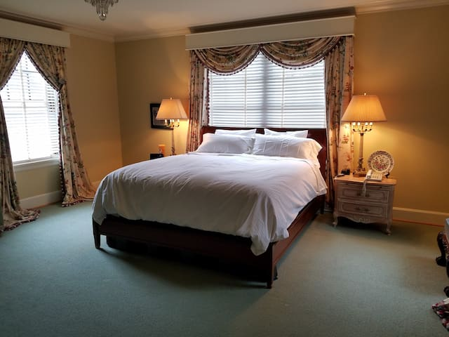 Governer's Suite at Champlin Mansion